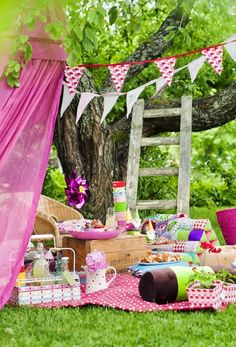 a kids party picnic idea? Picnic Theme, Picnic Birthday, Birthday Parties, Garden Party Decorations, Outdoor Parties, Kids Picnic Parties, Party Planning, Party Time, Tea Party
