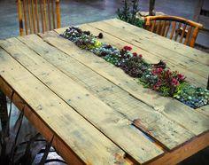 Planted pallet table is attractive indoor garden design