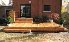 The pergola kits are the easiest and quickest way to build a garden pergola. There are lots of do it yourself pergola kits available to you so that anyone could easily put them together to construct a new structure at their backyard. Small Backyard Decks, Backyard Patio Designs, Decks And Porches, Backyard Bbq, Wood Deck Designs, Small Deck Designs, Floating Deck, Diy Deck, Building A Deck