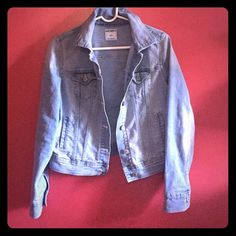 Denim jacket Small women's denim jacket. Old navy. Only worn a handful of times, like new, no marks or imperfections. Price negotiable. Old Navy Jackets & Coats Jean Jackets