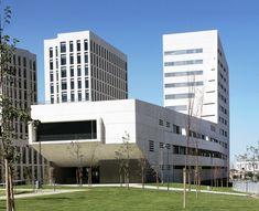 Facultad de Ciencias de La Salud  / Medio Mundo Arquitectos