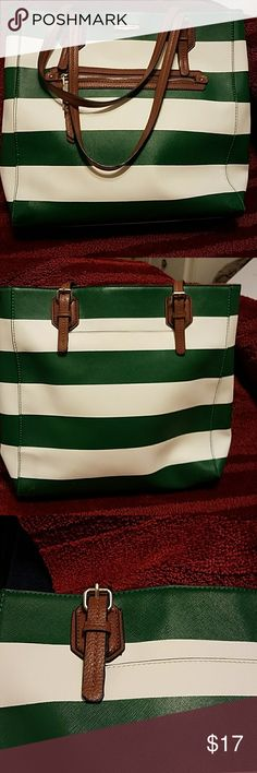 Dana Buchman tote Cute Dana Buchman green and white striped tote bag in excellent condition! As you can see from the pictures it is in really really good shape the handles are perfect straps are perfect it's clean on the inside I'd say it's only been used maybe once or twice at most. 13x 14x 2 Dana Buchman Bags Totes