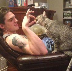 Matt Finn sharing a snack with his kitty friend (Source: zedmitchell/Instagram)