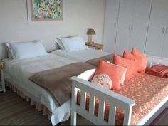 Kariza Studio self-catering apartment in Yzerfontein is safe, spacious, comfortable and well equipped with all the utilities you will need to enjoy your self-catering vacation. See More: http://www.where2stay-southafrica.com/Accommodation/Yzerfontein/Kariza #selfcatering #southafrica #westerncape