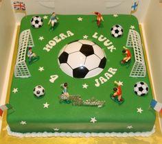 Fondant Shoe Tutorial, Cake Tutorial, Football Birthday Cake, 9th Birthday, Soccer Cake, Cake Decorating Designs, Sport Cakes, Football Themes, Leaf Crafts