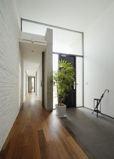 Startling balanced entrance porch design check that Japanese Modern House, Japanese Interior, Interior Exterior, Interior Architecture, Interior Design, Building A Porch, House With Porch, House Entrance, Home And Deco