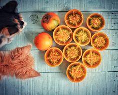 В Колмбии мы незаметно подсели на южноамериканский фрукт луло (в разных странах его название может меняться на наранхийю например). Эта ягода как ни странно родственник помидорам - и те и другие -пасленовые (богат континент на пасленовые нечего сказать!:)) Луло как и многие другие фрукты конечно же содержит в себе витамины (и даже белок-ого!) и микроэлементы. Но ограничения для людей с болезнями печени все же имеются. Штука жутко кислая и без блендера привлекательна только с художественной…