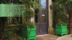 Green French Planter, Jardinier du Roi manufacture Versailles planter boxes Caisse de Versailles. Les jardins à la française, bacs a oranger, orange tree planter, caisses de versailles, jardinieres a oranger  http://www.jardinierduroi.com
