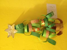 (I decorated a winter bulletin board by making a christmas tree out of paper chains, much larger than this one)