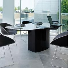 Aero is a table with generous dimensions, simple in appearance but with a strong character. A steel cover split in two shells hides a central rectangular base with rounded corners combined with a refined glass or solid laminate top. House Furniture Design, Home Furniture, A Table, Dining Table, Warehouse Design, Verre Design, Steel Columns, Office Equipment, Office Table