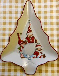 Christmas China, Christmas Plates, Christmas Holidays, Christmas Decorations, Xmas, Christmas Ornaments, China Painting, Ceramic Painting, Diy Painting