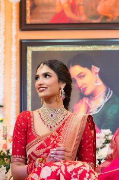 Indian Bridal Sarees, Indian Bridal Outfits, Indian Bridal Fashion, Indian Fashion Dresses, Simple Blouse Designs, Bridal Blouse Designs, Engagement Saree, Engagement Dress For Bride, Sari