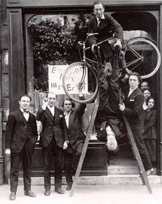 Inauguration of the Max Ernst Exhibition in Paris From left to right: René Hilsum, Benjamin Péret, Charchoune, Philippe Soupault, Jacques Rigaut (upside down), André Breton, Paris 1921