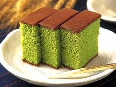 Ingredients : Cheese 150g, butter 100g, milk 150g, kitchen grade matcha 6g, corn powder 20g, cake fluor 15g, egg york 40g, fine sugar 35g, egg white 120g, course sugar 70g Steps:Blend and mix cheese, butter and milk together evenly Sift matcha, corn powder and cake fluor, then add into