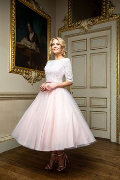 Beautiful bridal dresses, wedding gowns and plus size wedding dresses for your wedding from Special Day. Fashionable bridesmaid dresses and prom dresses. Trendy Dresses, Nice Dresses, Dresses With Sleeves, Indian Gowns Dresses, Evening Dresses, Tea Length Bridesmaid Dresses, Bridesmaids, Cheap Wedding Dress, Wedding Dresses