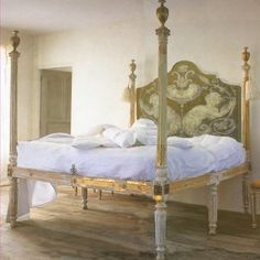01212-01 Lit à colonnes avec tête de lit Putti, sur mesure