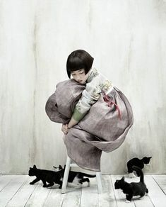 Kim Kyung Soo for Vogue Korea. One of my alltime fave child and cats photo!Kim Kyung Soo for Vogue Korea. One of my alltime fave child and cats photo! Vogue Korea, Vogue Japan, Korean Hanbok, Korean Dress, Korean Traditional Dress, Traditional Dresses, Traditional Japanese, Illustration, Full Moon