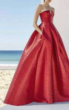 This **Alex Perry** lurex gown features a strapless neckline with plunging front v design, a fitted bodice, and a full length ball skirt.
