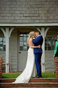Bride and groom kissing at Deer Park wedding - great outdoor wedding ideas London Photography, Wedding Photography, Exeter Devon, Wedding Venues, Wedding Ideas, Deer Park, Church Ceremony, Relaxed Wedding, Park Weddings