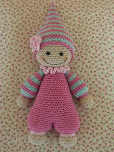 Lots of fun, to crochet this cute doll. Pattern from Lilleliis.