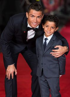 Cristiano Ronaldo Brings His Mini-Me Son Cristiano Jr. to 'Ronaldo' Premiere!: Photo Cristiano Ronaldo brings his adorable look alike little boy Cristiano Jr. to the world premiere of his documentary Ronaldo held at Vue West End on Monday (November… Cristiano Ronaldo 7, Ronaldo Cr7, Cr7 Vs Messi, Lionel Messi, Neymar, Messi Soccer, Real Madrid, Good Soccer Players, Football Players