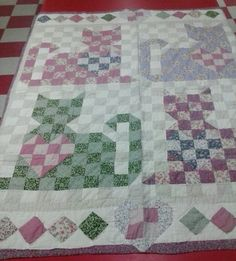 Vintage Country Quilt! Shabby Chic, Nice colors & pattern! Great condition!
