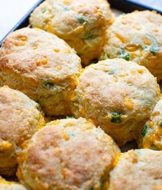 Flaky Scallion Cheddar Biscuits My Recipes, Side Dish Recipes, Holiday Recipes, Brunch Recipes, Southern Recipes, Savoury Biscuits, Cheddar Bay Biscuits, Cheddar Cheese, Homemade Biscuits Recipe