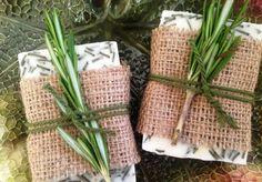 jabon cabra, romero 02 Soap Holder, Soap Making, Basket, Cosmetics, Homemade, Christmas, How To Make, Gifts, Diy