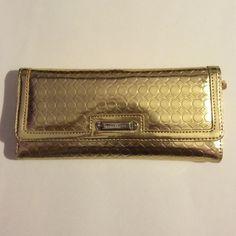 Spotted while shopping on Poshmark: Nine West gold circle pattern clutch purse/wallet! #poshmark #fashion #shopping #style #Nine West #Handbags