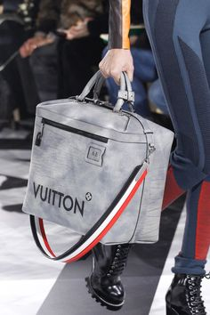 Louis Vuitton's Fall 2016 Bags Introduced New Shapes and Prints Gucci Handbags, Louis Vuitton Handbags, Louis Vuitton Hombre, My Bags, Purses And Bags, Louis Vuitton Collection, Luxury Bags, Luxury Luggage, Mode Style