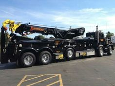 Billy Bob's brother Sam drives a custom tow truck that looks like this one WWW.heavydutypages.com