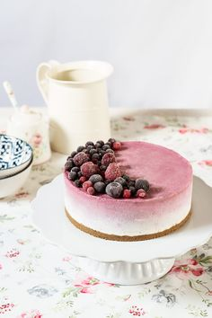receta tarta mousse yogur frutas Cheesecake Recipes, Dessert Recipes, Bolo Original, Chocolate Naked Cake, Mousse Cake, Cake Shop, Galette, Food Humor, Plated Desserts