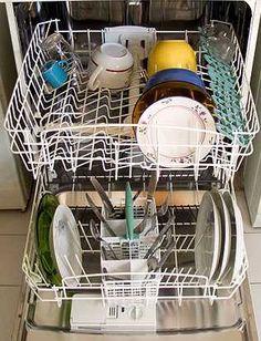 En raison des formes et dimensions diverses de la vaisselle à nettoyer, remplir son lave-vaisselle peut devenir un véritable casse-tête. Voici quelques conseils et astuces à connaître pour bien ranger le lave-vaisselle.