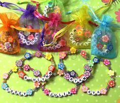 Niños personalizada de la fiesta de Luau Favores Flor Lei Pulseras para niños Joyería Nombre arcilla pulsera Kid niño de la fiesta de jardín infantil de bebé