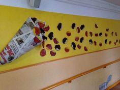 Mural castanyada                                                                                                                                                                                 Mais Kids Crafts, Decor Crafts, Diy And Crafts, Arts And Crafts, Class Decoration, School Decorations, Autumn Activities, Activities For Kids, Halloween Mural