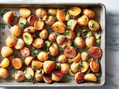 Paprika, fresh oregano, and olives turn everyday roasted potatoes into a spectacular side. Serve with a chorizo-flecked frittata or pan-g. Roasted Potato Recipes, Oven Roasted Potatoes, Healthy Recipes, Vegetable Recipes, Cooking Recipes, What's Cooking, Healthy Dinners, Salad Recipes, Cacciatore