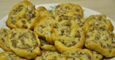 Cream Cheese Sausage Pinwheels 1 Roll Breakfast Sausage 1 Tube Pillsbury Crescent Rolls 1 Pkg Softened Cream Cheese --- Great for a brunch! Breakfast Recipes, Snack Recipes, Cooking Recipes, Breakfast Casserole, Breakfast Ideas, Breakfast Cookies, Cooking Tips, Sausage Pinwheels, Pinwheels Food