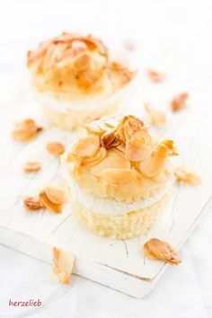 Bienenstich vom Blech war gestern! Bei uns gibt es Bienenstich-Muffins! Tolles Rezept ohne Ei und ohne Gelatine! Nachbacken lohnt sich!