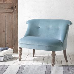 GRAND BOVARY CHAIR. Is it a cute mini-sofa? Or is it an over-sized elegant chair? Who knows. All we know is that it rocks (figuratively speaking!) #occasionalchair #livingroom