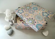 How to make a fabric storage box? – My Totem Fabric Storage Boxes, Vintage Swim, Diy Box, Cute Pattern, Diy Projects To Try, Diy And Crafts, Decorative Boxes, Finding Yourself, How To Make