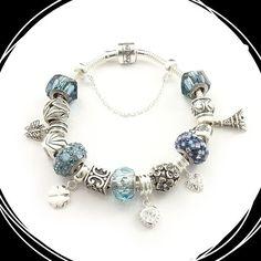 Para quem gosta de azul, tem pulseira berloque também. E as fofuras continuam…