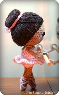 Free pattern: Brisa the ballerina.   The pattern is 9 pages long with 30 images. There are two pages dedicated to the hair.