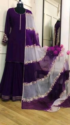 Party Wear Indian Dresses, Pakistani Fashion Party Wear, Designer Party Wear Dresses, Kurti Designs Party Wear, Indian Fashion Dresses, Indian Designer Outfits, Indian Bridal Outfits, Beautiful Pakistani Dresses, Pakistani Dresses Casual