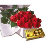 Boxed Roses  delicately Surprise that special someone with this intimate presentración a dozen roses in a box with Ferrero Rocher chocolates. http://www.compraleflores.com/tienda/product_info.php?cPath=29_id=483
