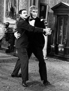The Addams Family ~ Gomez Adams (John Astin) and Lurch (Ted Cassidy) ~ Lurch got fan mail from teenage girls who insisted that he was cuter than The Beatles. The Addams Family 1964, Addams Family Tv Show, Family Tv Series, Adams Family, Lurch Addams Family, Los Addams, Ted Cassidy, Charles Addams, Tim Burton Characters