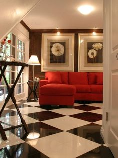 Family Room Black And White Design Pictures Remodel Decor, Decorating Coffee Tables, Decoracion De İnteriores, Decorating Bookshelves, Decorative Pillows, Decorating With Plants, Decoracion De Salas Modernas, Decorated Jars. #decor #coffeetables #decoratingbookshelves #decoratedjars Red Couch Living Room, Living Room Flooring, Living Room Decor, Decor Room, Black Decor, White Decor, Contemporary Family Rooms, Black And White Tiles, Black White