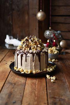 Zimt-Karamell-Popcorn-Weihnachtstorte (Werbung) - Das Knusperstübchen
