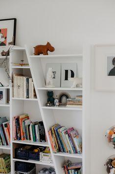 zu Besuch bei Katerina - ein modernes Hanghaus aus Sichtbeton Architectural Digest, Kids Room, Bookcase, Shelves, Home Decor, Decorative Shelves, Cool Kids Rooms, Homes, Room Kids