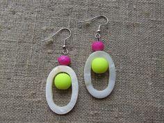Earrings/øreringe made of steel, mother of pearl and gemstone.
