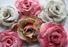 Rose Brosche aus Wolle und Seide